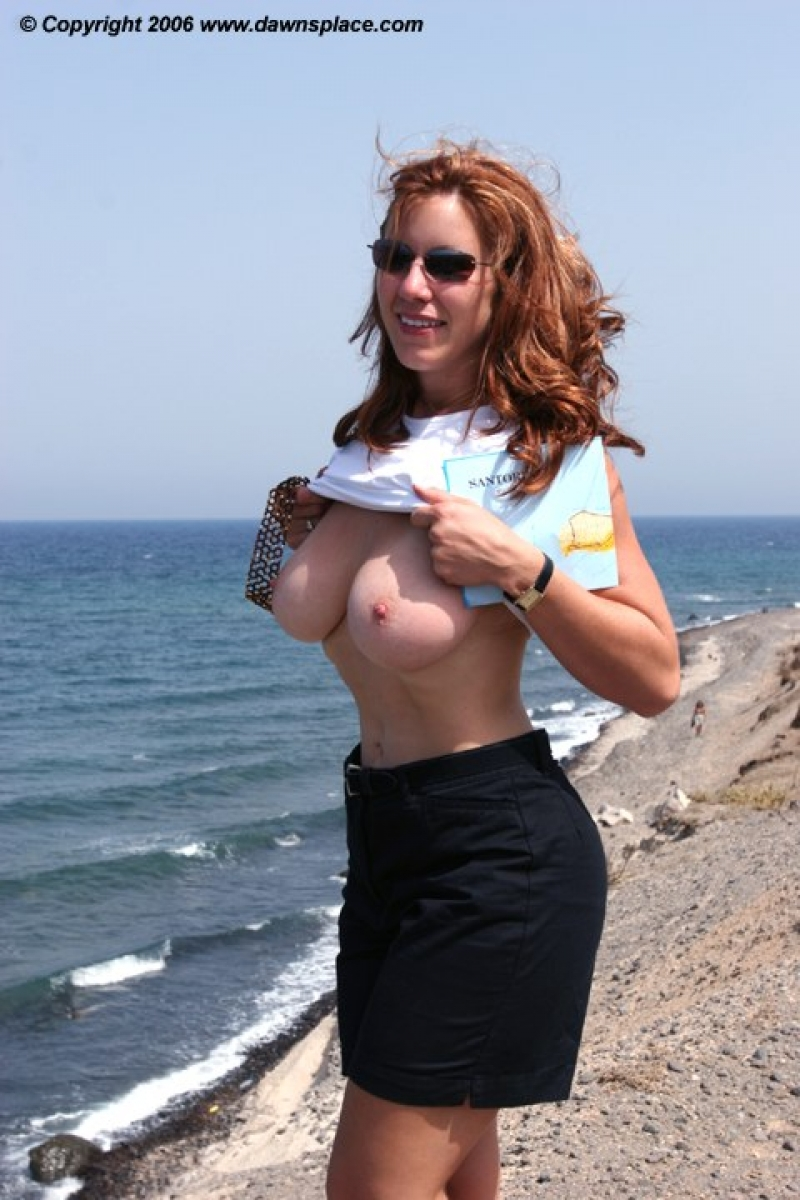 Natural looking fake breast implants